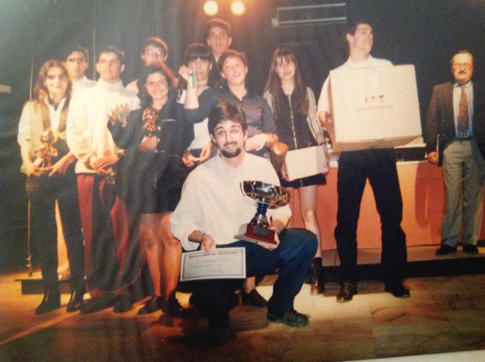 Imagem da equipa na cerimónia de entrega de prémios.