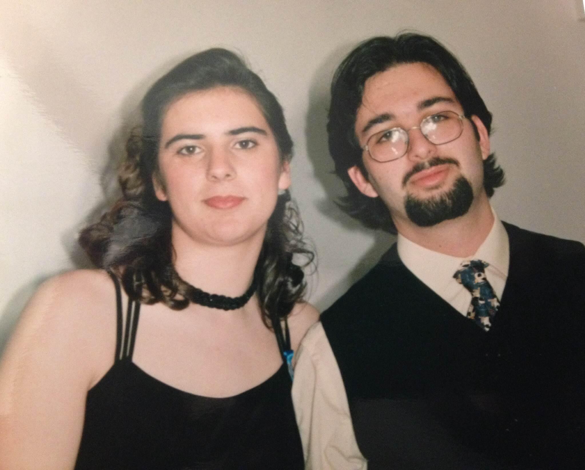 Na noite do nosso Jantar de Finalistas... algures nos primeiros dias de 1997. Os dois, depois de muito trabalho, em parelha, para que aquela noite fosse possível.