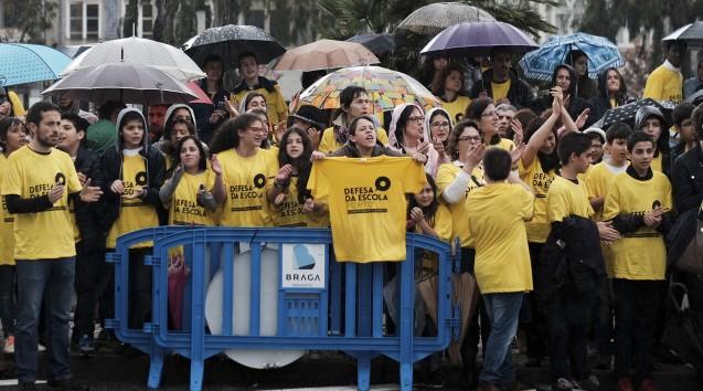 Manifestação de escolas com contrato de associação
