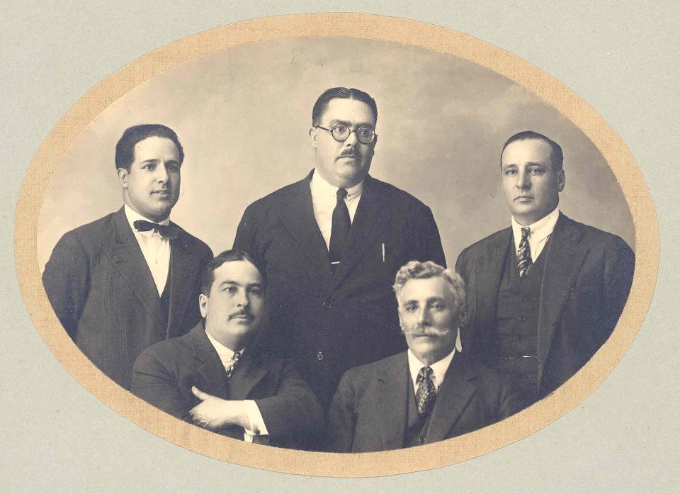 Joaquim da Cruz e 4 amigos. ÔÇö com Firmino Brito da Costa, Joaquim da Cruz e Jos+® Miranda.